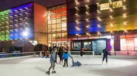 Galeria Krakowska przedłuża zimę Hobby,  - Lodowisko przy Galerii Krakowskiej będzie otwarte do 11 marca.