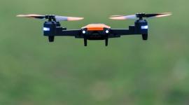 Jakiego drona wybrać na początek do nauki latania? Hobby,  - Wybór odpowiedniego drona na początek nie jest łatwy. Bez względu na to, czy Twój nowy dron ma być prezentem świątecznym, zabawką dla dziecka czy prostym urządzeniem do rozpoczęcia swojej przygody z lataniem, warto przy jego wyborze kierować się określonymi cechami.